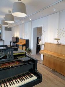 Ausstellungsräume von Klavierbaumeister Reinhold Pöhlmann in Himmelkron / Bayreuth