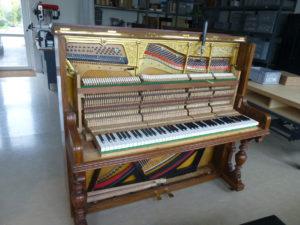 In der Werkstatt von Klavierbaumeister Reinhold Pöhlmann in Himmelkron / Bayreuth