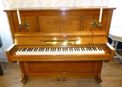 Antikes Klavier der Marke Adolf Lehmann Co & Berlin