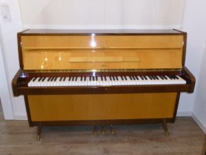 Klavier Sauter Modell 102