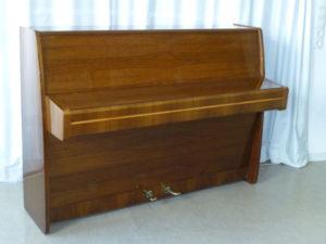 Klavier Nussbaum 1
